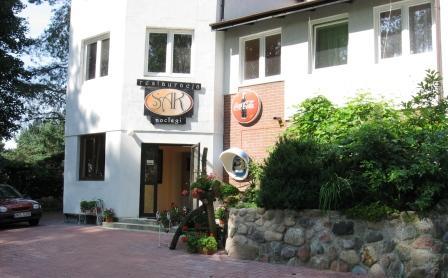 Noclegi Olsztyn Hotel SAK Wejście do restauracji i pokoi.