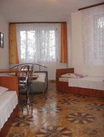 Wygodnie z łazienką duże cztero lub trzyosobowe pokoje Olsztyn hotel SAK