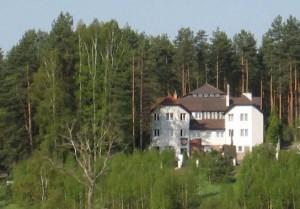 Olsztyn Hotel Restauracja SAK w otoczeniu lasu